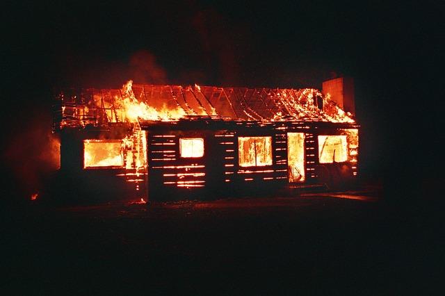 Feuer in Gartenhaus